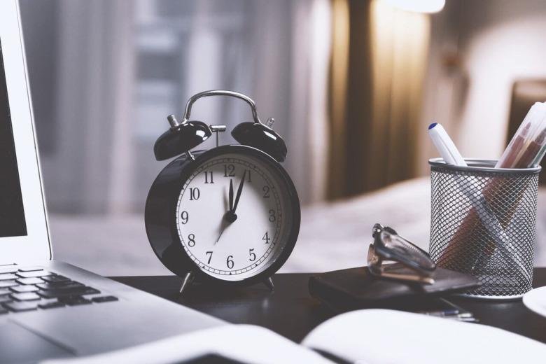 """就職・転職エージェントの""""時間""""(手間やスケジュール調整、サポート期間)の2つのメリットと1つのデメリット"""